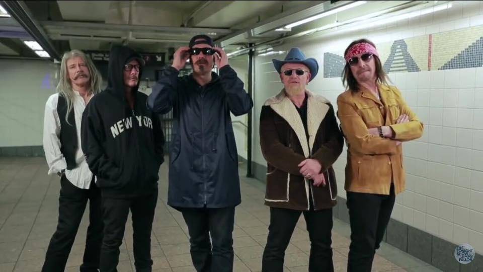 U2 tocó en el Metro! (1/2)