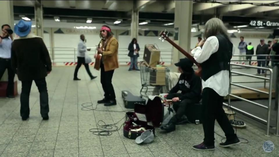 U2 tocó en el Metro! (2/2)